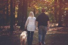 """La oxitocina, llamada """"hormona del amor"""", afecta a la conducta humana de forma muy parecida al alcohol, informan unos investigadores británicos.  La oxitocina es una hormona que tiene que ver con la vinculación entre madre e hijo, las interacciones sociales y el romance. La oxitocina. Investigaciones anteriores han mostrado que la oxitocina aumenta las conductas socialmente positivas, como"""