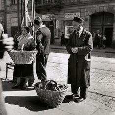 A Family of Bagel Peddlers, Warsaw, 1938 [Gelatin silver print], by Roman Vishniac