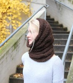 FREE KNITTING PATTERN § I DON'T KNOW ABOUT YOU BUT THIS SCREAMS OUT PROFESSIONAL CAREER GIRL.  Grace Jones Cowl