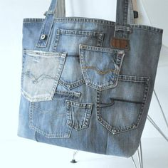Unique handmade jeans pocket from the old recycled medium blue jeans with many original details. Distressed bags are on the front, this gives the bag a very vintage look! Blue Jeans, Jeans Azul, Denim Tote Bags, Denim Purse, Quilted Handbags, Quilted Bag, Vintage Jeans, Blue Jean Purses, Diy Bags Purses