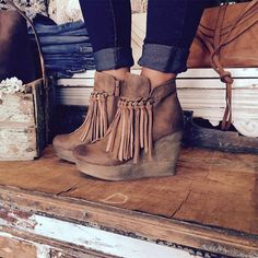 fall outfit of the day! absolutely love these fringe wedges