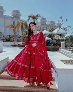 Anokhi – Aachho Maroon Cotton flared kurta Set Crafted with gota detailing all over it, The set comes with the beautiful cotton gota jaal Dupatta. Indian Designer Outfits, Indian Outfits, Jaipuri Suits, Maroon Suit, Kalamkari Dresses, Anarkali Kurti, Salwar Kameez, Eid Outfits, Kurta Designs