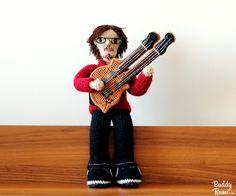 Two arms amigurumi guitar Crochet Music, Crochet Dolls, Arms, Fashion, Amigurumi Doll, Guitars, Moda, Fashion Styles, Fashion Illustrations