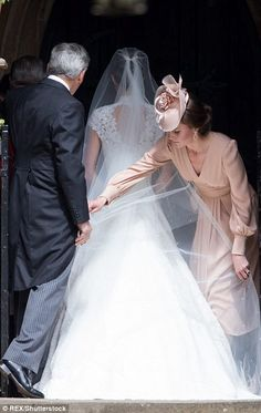 Duchess Kate adjusting her sister Pippa Middleton's wedding veil while their father looks on. May 2017 Kate Middleton, Pippa Middleton Wedding Dress, Middleton Family, Pippas Wedding, Wedding Of The Year, Wedding Church, Wedding 2017, Wedding Ceremony, Princess Kate