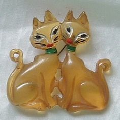 RARE Vintage Bakelite Apple Juice Hand Painted Carved 2 CATS Kitten Kitty Pin