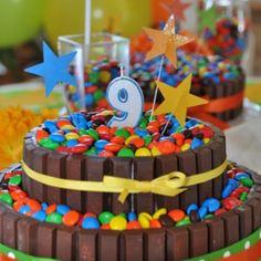 Takes the kit kat cake to the next level! Torta Candy, Candy Cakes, Cupcake Cakes, Sweet Cakes, Cute Cakes, Cake Icing, Eat Cake, Dinosaur Birthday Cakes, Diy Snacks