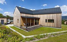 Architekti ze studia Labor13 navrhli dům přesně na míru pozemku a přání jeho...