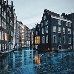 Amsterdam in wintertime ❄ photo credit Amsterdam Photos, Amsterdam Travel, Red Light District, Cities In Europe, How To Be Likeable, 17th Century, Photo Credit, Places To Go, Mansions