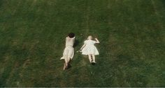 deitar na grama e olhar para o céu,.... relaxandenjoy
