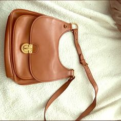 Tory Burch Saddalrina hobo bag Authentic Tory Burch brown leather hobo. Cross body/ adjustable strap/ lightly used. Gold hardware Tory Burch Bags Hobos