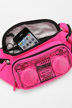 fanny pack with speakers I want it!!!