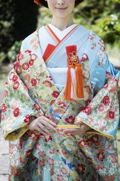 爽やかな水色 CUCURU 加賀調懸崖椿菊 着物ウェディング 和婚 色打ち掛け Oriental Dress, Oriental Fashion, Asian Fashion, Japanese Outfits, Japanese Fashion, Traditional Fashion, Traditional Dresses, Orientation Outfit, Modern Kimono