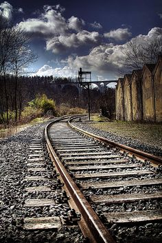miles to go Hdr Photography, Amazing Photography, Railroad Photography, Pinterest Photography, Train Tracks, Train Rides, Foto Hdr, Bonde, Train Pictures
