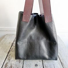 Image of handCarry 1 - black [SOLD. MADE TO ORDER. ALLOW 2 - 4 WEEKS]