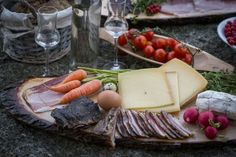 Tiroler Brettljause von besten aus den Bergen! Bergen, Restaurants, Dairy, Cheese, Food, Meals, Restaurant, Yemek, Diners