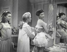 """Debbie Reynolds with Jane Powell & Phyllis Kirk, """"Two Weeks with Love"""" 1950 I haven't seen this yet! I'm going to check it out, though! Golden Age Of Hollywood, Vintage Hollywood, Hollywood Stars, Classic Hollywood, Eddie Fisher, Carrie Fisher, The Unsinkable Molly Brown, Mystery Photos, Actresses"""