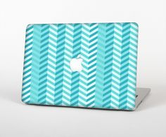 """The Light Blue Thin Lined Zigzag Pattern Skin Set for the Apple MacBook Pro 15"""" with Retina Display from Design Skinz"""
