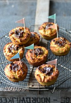 Banana & almond meals muffins with rawesome date caramel - A tasty love story