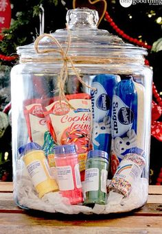Cookie decorating kit in a jar!  http://www.the11best.com/diy-gifts/