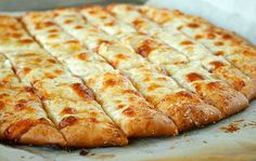 Homemade Pizza Dough and Cheesy Bread Sticks Recipe The Homestead Survival - Homesteading - Frugal Cooking Best Pizza Dough, Good Pizza, Perfect Pizza, Pizza Pizza, Fancy Pizza, Local Pizza, Pizza Legal, Garlic Breadsticks, Cheesy Garlic Bread