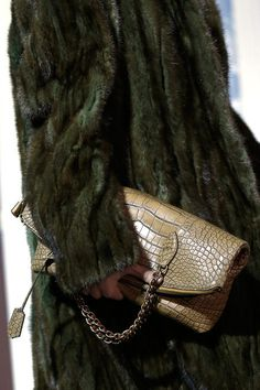 Louis Vuitton Fall/Winter 2013 croc clutch + fur #pfw ~