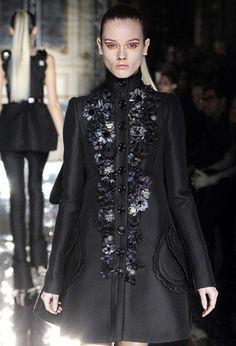 El abrigo negro en version miu miu