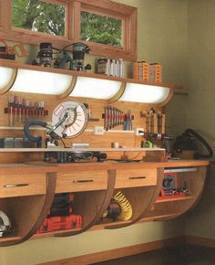 Wood Second Chance: Bancada de trabalho multifuncões woodworking bench woodworking bench bench diy bench garage workbench bench plans Workbench Designs, Woodworking Workbench, Woodworking Shop, Woodworking Projects, Garage Workbench, Diy Garage Storage, Garage Organization, Tool Storage, Garage Shop