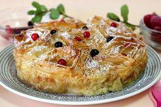 Una deliciosa y crujiente tarta de masa filo y natillas que hará las delicias de tus comensales. La puedes ver en mi blog Julia y sus recetas.