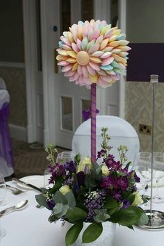 Flying saucer sweet tree..yummy. Candy Decorations, Table Decorations, Wedding Table Centres, Candy Trees, Sweet Buffet, Sweet Trees, Candy Crafts, Candy Favors, Little Girl Birthday