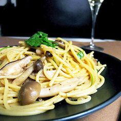 Share Did you know that Japan makes exceptionally good pasta dishes? So much so they can easily rival any good Italian in the depth of flavor department. This easy mushroom spaghetti with soy and butter is a good example of how well Asian flavors can pair up with fresh Mediterranean ingredients like fresh parsley. The...