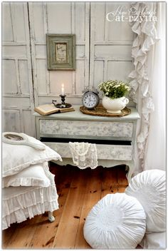 DIY:  Painted and Decoupaged Shabby Chic Dresser - painted with ASCP - via Cat-arzyna