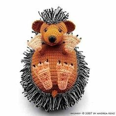 This adorable little crocheted hedgehog is namedMunky, and was deisgned by Andrea Renz fromdesignshop Sadly, it seems his pattern is now out of print (in the Etsy shop). Wah.
