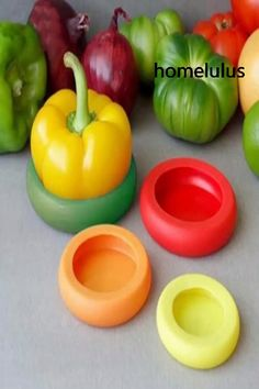 Food Huggers is raising funds for Food Huggers on Kickstarter! Food Huggers preserve your leftover fruits and veggies with a tight seal. Keeps your food fresher longer. Fresco, Cool Kitchen Gadgets, Cool Kitchens, Kitchen Tools, Fun Gadgets, Kitchen Craft, Smart Kitchen, Choses Cool, Food Huggers