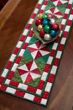 Deck the Halls: Quilts to Celebrate Christmas: Cheryl Almgren Taylor: 9781564779106: Amazon.com: Books