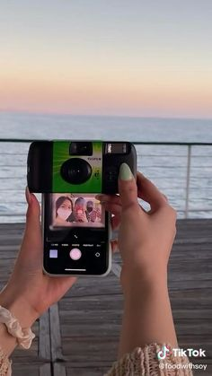 disposable camera hacks! Summer Aesthetic, Film Aesthetic, Disposable Film Camera, Film Pictures, Camera Hacks, Insta Photo Ideas, Summer Bucket Lists, Photo Dump, Friend Pictures