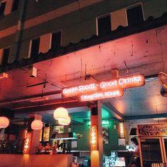#태국음식 : 노팍치라 꼭 말하고 먹었고 입맛에 꼭 맞았다  1일 1 팟타이 그리고 푸팟퐁커리, 쉬림프볶음밥, 땡모반 까지! 돈삭부두에서 먹은 팟타이가 너무 맛있었는데 온몸에 두드러기가 났고, 난 지금 간지러워 죽을것같다  #방콕 #카오산로드 #람부뜨리 #bora_viaje #태국기록