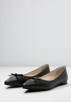 .... Salvatore Ferragamo, Loafers, Flats, Shoes, Fashion, Travel Shoes, Loafers & Slip Ons, Moda, Zapatos