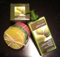 """Pack regalo """"Zumo de Sol"""". Body milk natural Aceite de Oliva con dosificador y Crema facial de día Aceite de Oliva de cultivo biológico, piel suave y aterciopelada. 3 pastillas de jabón de glicerina natural con esponja aromas Frambuesa, con aceite de Rosa Mosqueta (rosa). Maracuyá, con extracto de Aloe Vera (verde). Pomelo, con aceite de Caléndula (amarillo) y cuando se acaba el jabón, puedes seguir usando la esponja...!!!"""
