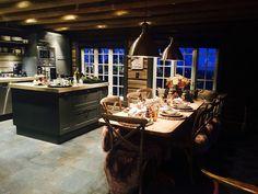 Eksklusiv fritidsbolig i hjertet av Norefjell Cabin Interiors, Liquor Cabinet, Scandinavian, Real Estate, Interior Design, Cabin Ideas, European Style, Cottages, Danish