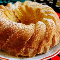 Appelsiinikakku on raikas ja mehevä kahvikakku. Kakku on parhaimmillaan muutaman päivän jälkeen. Food Quotes, Croissants, Pound Cake, Biscuits, French Toast, Sweet Treats, Cooking Recipes, Bread, Snacks