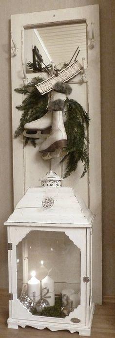 Vintage White Christmas ~ Love this! Christmas Photo, Noel Christmas, Primitive Christmas, Country Christmas, Christmas Projects, Winter Christmas, Vintage Christmas, Christmas Wreaths, Primitive Decor