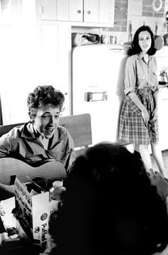 Bob Dylan, Allen Ginsberg and Sally Grossman, who was married to Dylan's manager and would later grace the cover of Bringing It All Back Home; captured by Douglas Gilbert Bob Dylan, Allen Ginsberg, Joan Baez, Love Songs Lyrics, Beat Generation, Idole, Beatnik, Colored Highlights, Thing 1