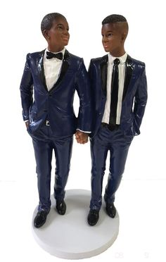 Gay Wedding Cake Toppers to highlight your wedding cake and save as a unique wedding memento. Pages to buy the best wedding products for theme weddings. Gay Wedding Cakes, Wedding Cake Prices, Pretty Wedding Cakes, Black Wedding Cakes, Amazing Wedding Cakes, Lesbian Wedding, Wedding Couples, Gay Men Weddings, Person Of Color