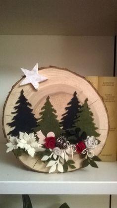 Diy Christmas Mantel, Christmas Greenery, Christmas Tree Crafts, Christmas Table Decorations, Noel Christmas, Christmas Wreaths, Christmas Paintings, Felt Ornaments, Fabric Christmas Ornaments