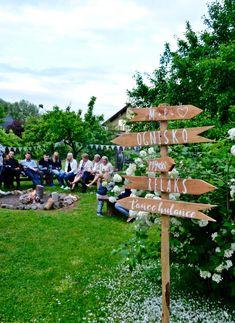 Naturalny ślub - dekoracje i dodatki, Marta Naturalna, wedding diy, poprawiny w ogrodzie, przyjęcie w ogrodzie, garden party, drogowskaz ślubny, ślubne diy, wedding signpost