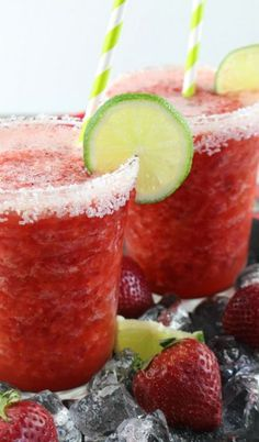 Need a tasty drink idea, perfect for everyone for your next fiesta? These virgin frozen strawberry margaritas are sure to hit the spot! I could totally use one rig… Frozen Strawberry Margarita, Frozen Fruit, Non Alcoholic Margarita, Banana Pudding From Scratch, Drink Recipes Nonalcoholic, Derby, Frozen Drinks, Sweet Desserts, Fruit Recipes