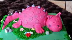 Cake pink Dinosaur, 1 year, sleeping, girl, verjaardagstaart, meisje, roze dinosaurus, slapend