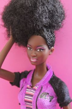 Beads, Braids and Beyond: Natural Dolls Rock! Barbie Life, Barbie World, Beautiful Barbie Dolls, Pretty Dolls, Pictures Of Barbie Dolls, Original Barbie Doll, Side Cornrows, African Braids Styles, Natural Hairstyles For Kids