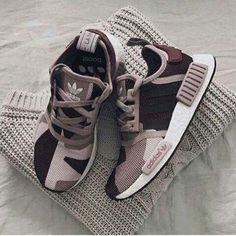 11 Splendid Shoes For Women Nike Ideas Valentino Shoes Sport shoes 2018 street style Spring Shoes Trends shoes sneakers black Valentino Shoes Sport Sneakers Adidas, Shoes Sneakers, Converse Shoes, Girls Sneakers, Shoes Addidas, Women's Shoes, Yeezy Sneakers, Yeezy Shoes, Women's Sneakers