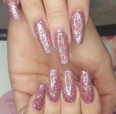 Glitter Nails That Shine!